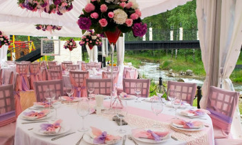Pink wedding tables in outdoor restaurant